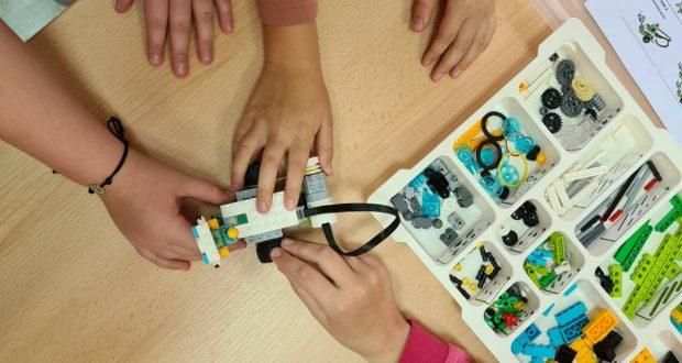 """Galerija radova robotičke radionice """"Lego WeDo""""."""